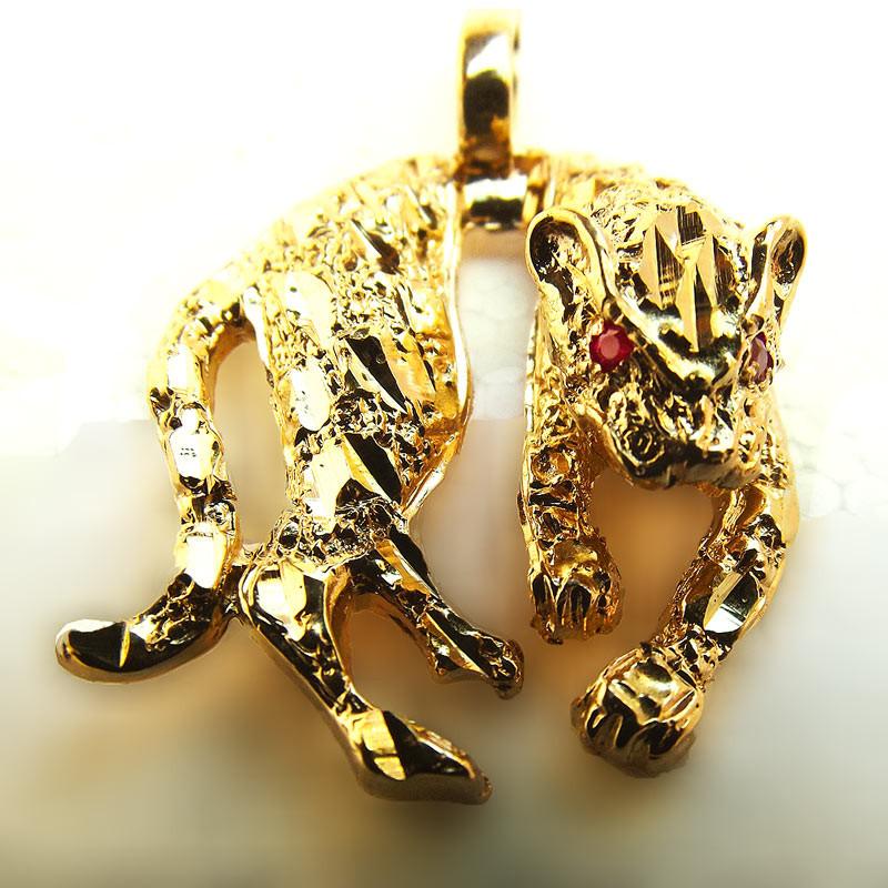19976c8761368 ... Pingente de Ouro Pantera com olhos de rubi. Passe o mouse para ver mais  detalhes Ampliar imagem